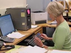 bilgisayar başında otururken nelere dikkat etmek gerekir uzun süre monitöre bakmanın sakıncaları nelerdir ofiste çalışırken dikkat edilmesi gerekenler