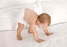bebeğin ayakta durması ayağa kalkan bebek